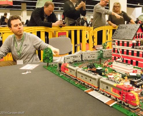 """1 Jahr Planung am Lego Digital Designer und rund 9 Monate Bauzeit. Der amerikanische """"Santa Fe"""" besteht aus insgesamt 5000 Steinen."""